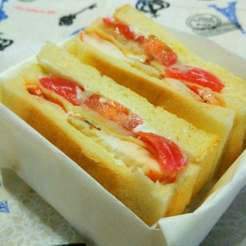 鸡肉土豆火腿沙拉三明治