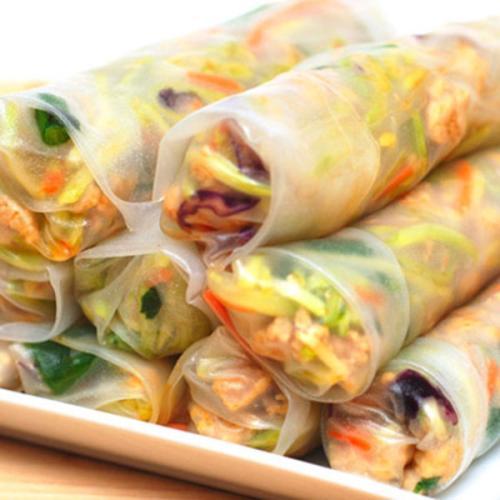 营养丰富的三文鱼花菜卷