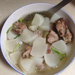 家常的排骨萝卜汤