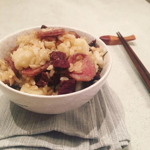 糙米咸肉鸡块饭