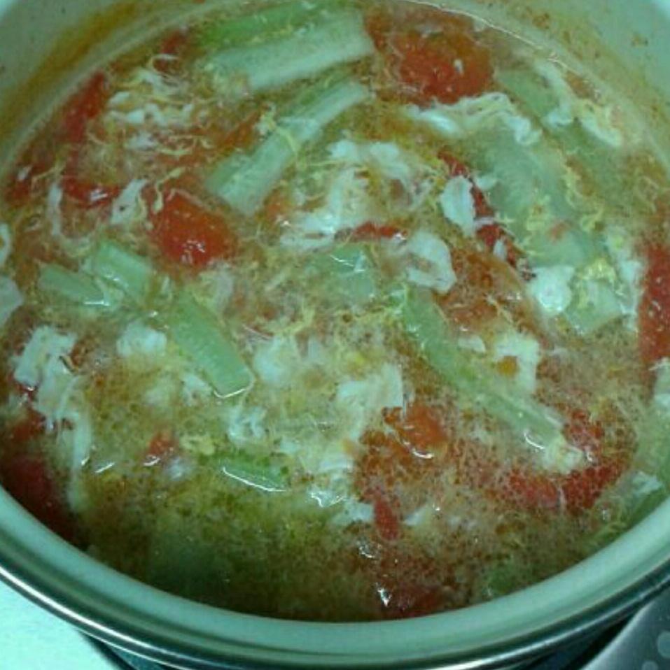 皮蛋蕃茄丝瓜汤