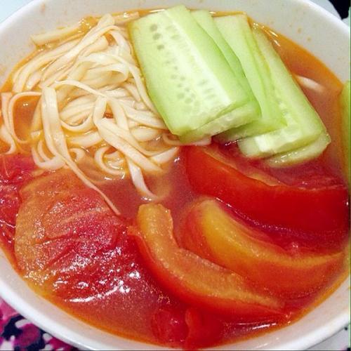 西红柿竹荪海米打卤拉面