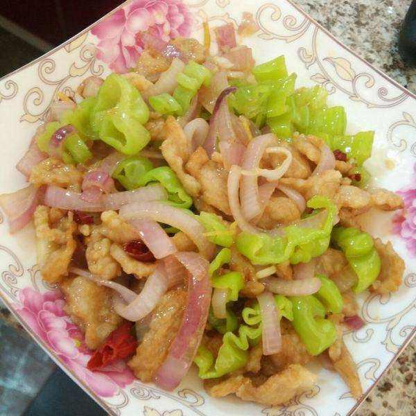 洋葱炒瘦肉