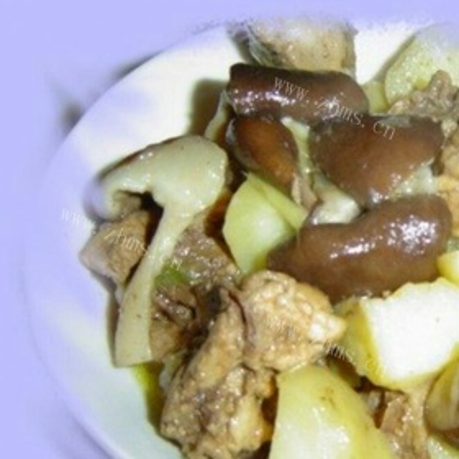 鸡肉炖香菇和土豆
