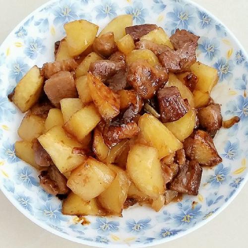 家常的土豆炖肉排