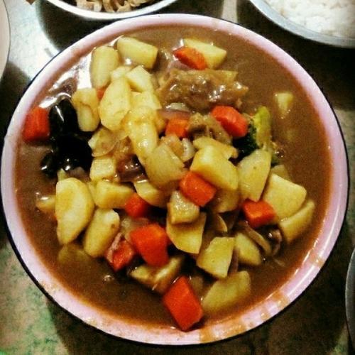 美味咖喱土豆焖牛腩