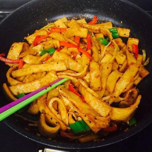 青椒炒鱼饼