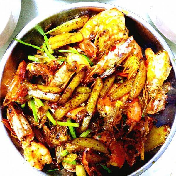 虾最简单最有滋味的吃法:芹香干锅虾