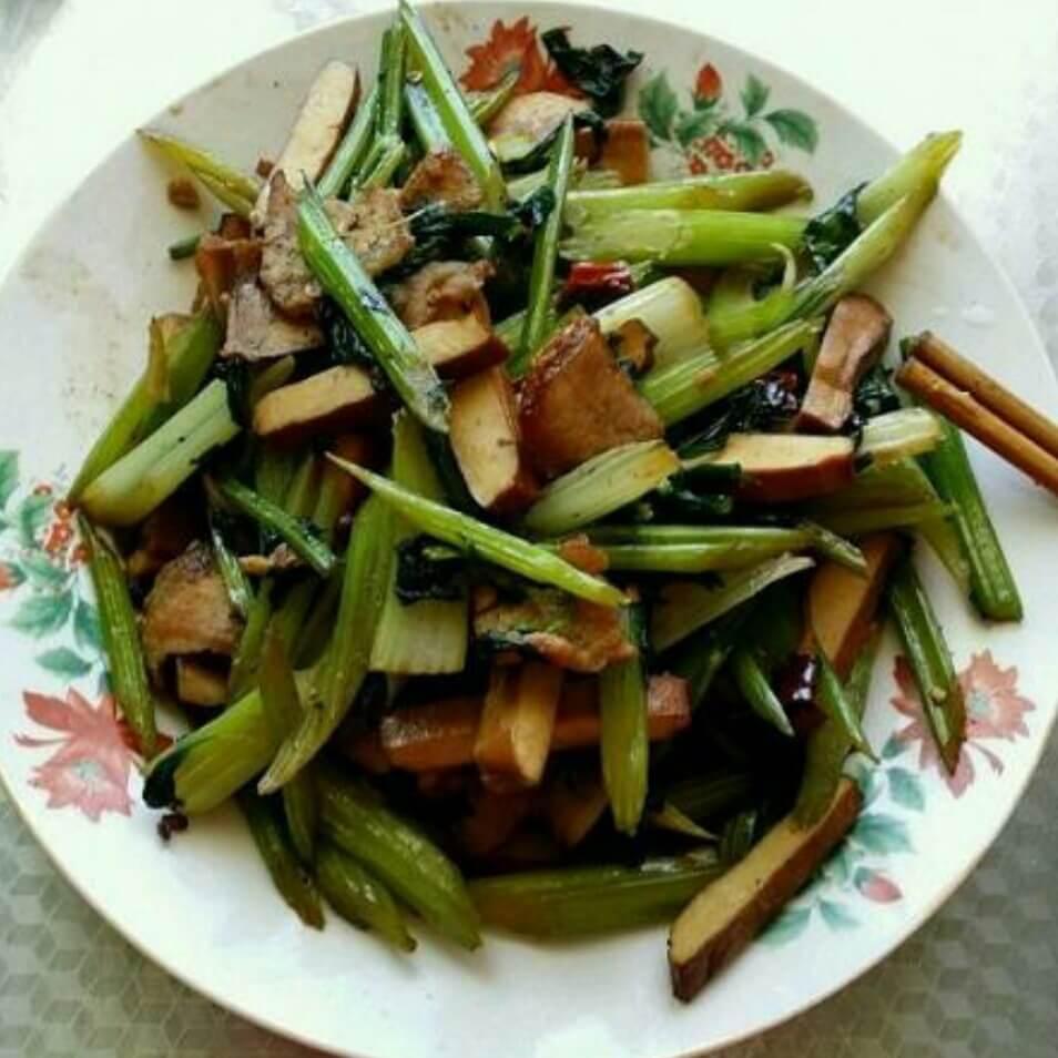 芹菜青椒炒豆干