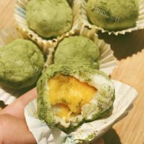 自制芒果抹茶蛋白冻卷