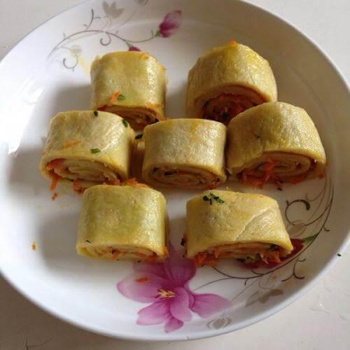 卤肉素菜蛋卷