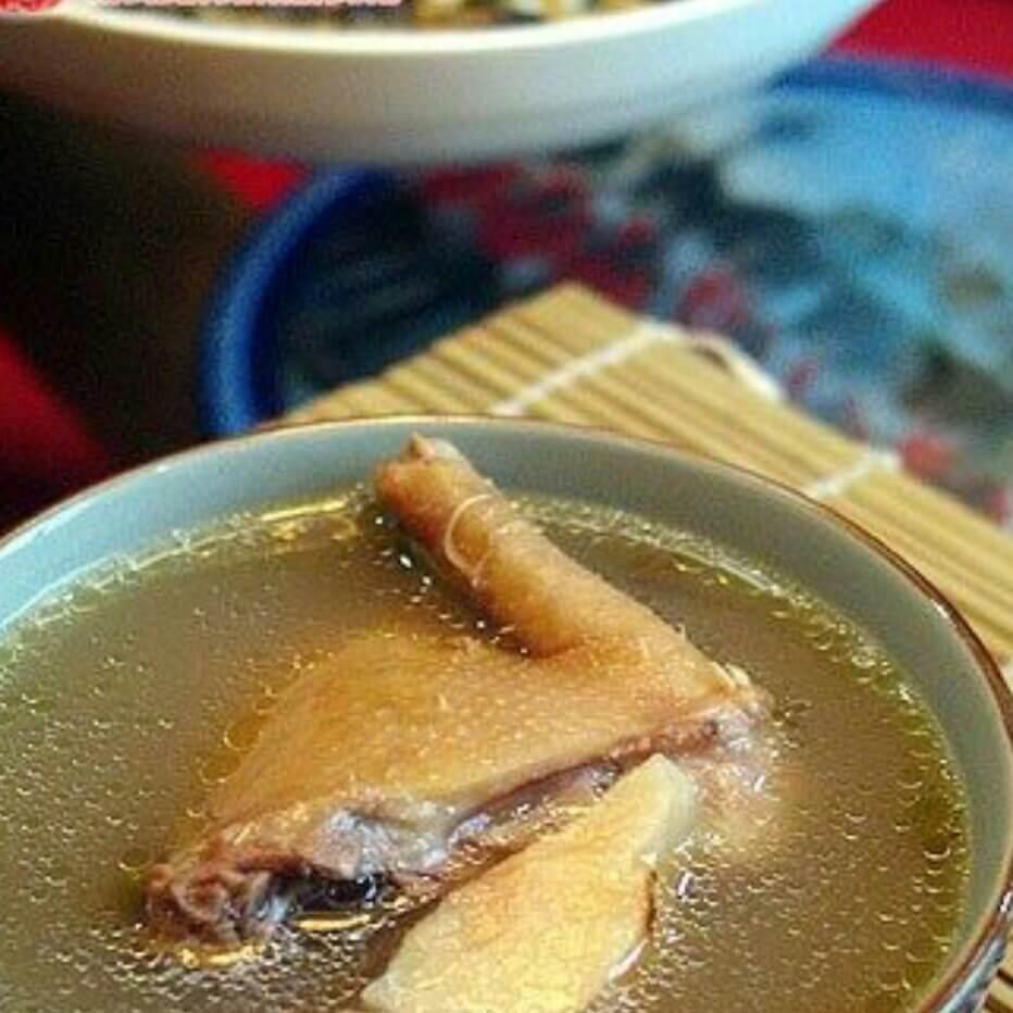 土茯苓绿豆煲老鸽