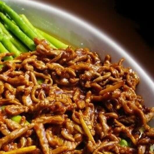 香辣牛肉盖芦笋