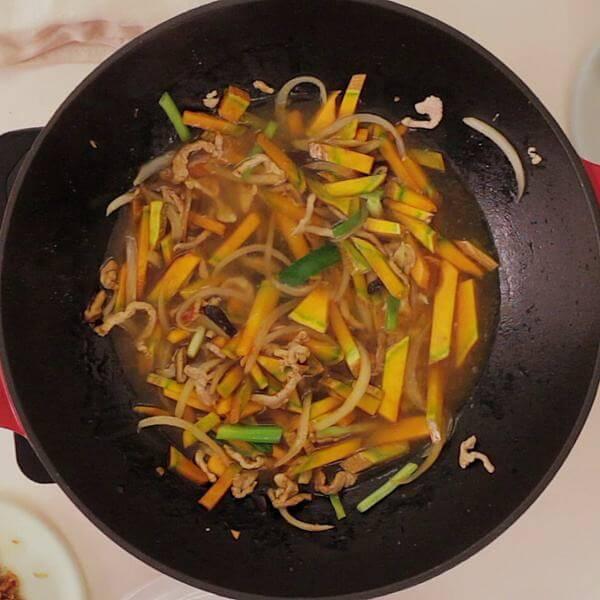台式酱烧金瓜米粉