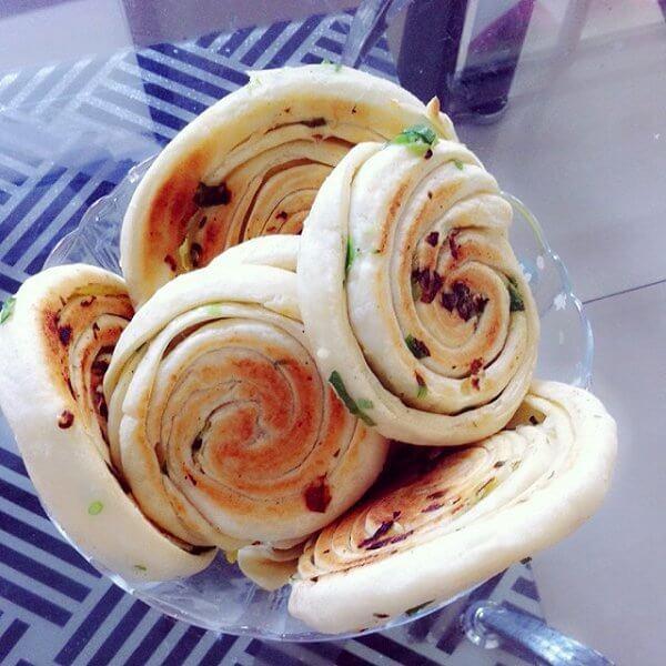 葱花芝麻发面饼