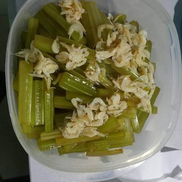 芹菜虾皮炒蛋
