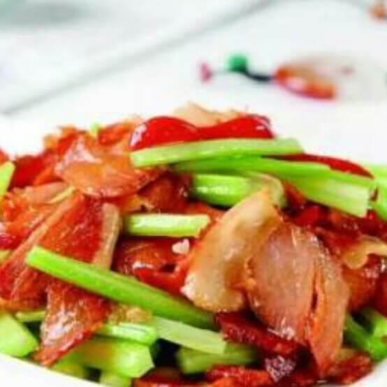 自制蒜片炒腊肉