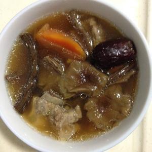茶树菇炖排骨汤