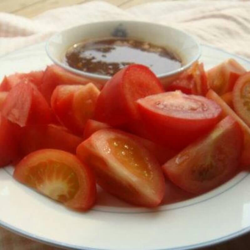 沾酱西红柿