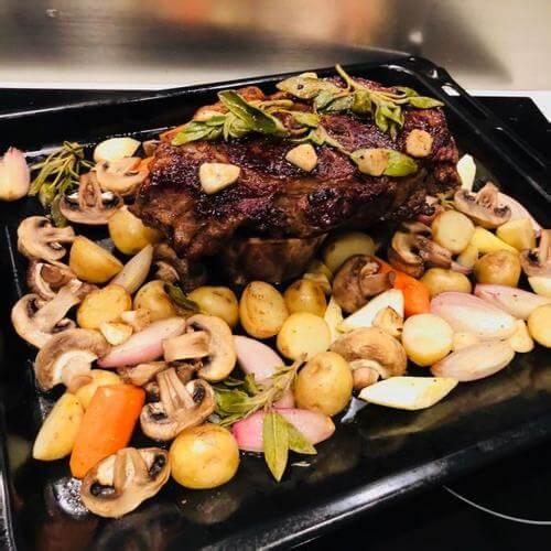 黑椒蘑菇酱牛排餐