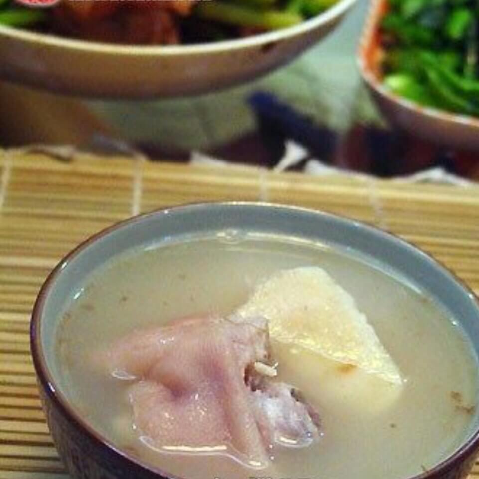 粉葛玉米炖猪蹄