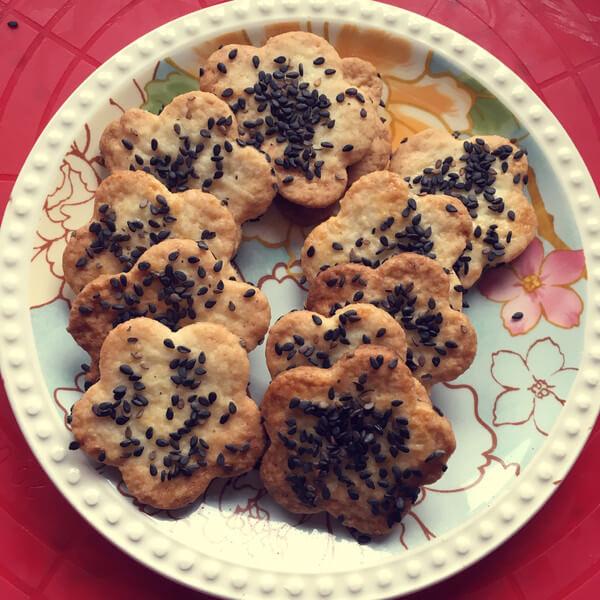 易做的黑芝麻咸香饼干