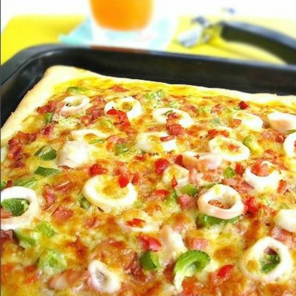 热辣海鲜薄脆披萨