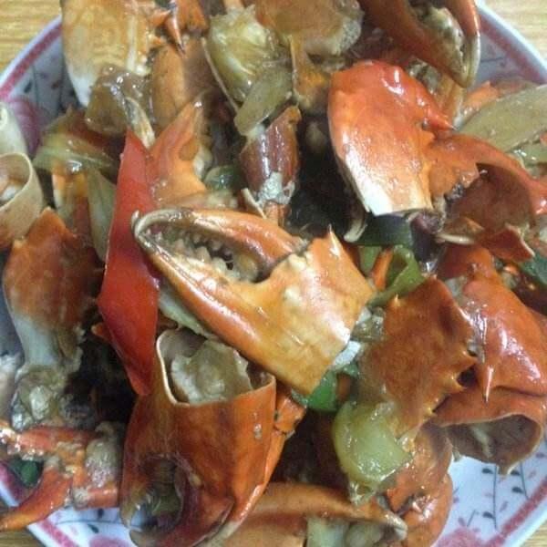 美味香辣蟹腿配米饭