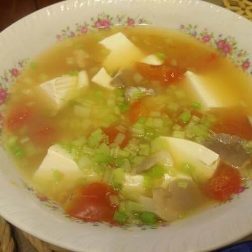鲜百合瘦肉豆腐汤