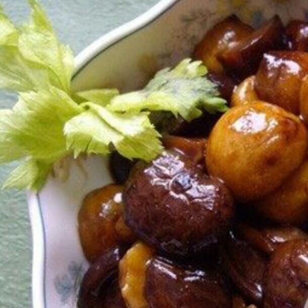 浓汤煨板栗花菇
