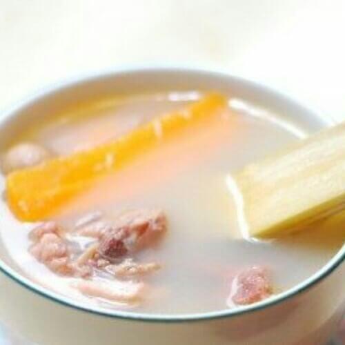 营养的玉米红萝卜竹蔗猪骨汤