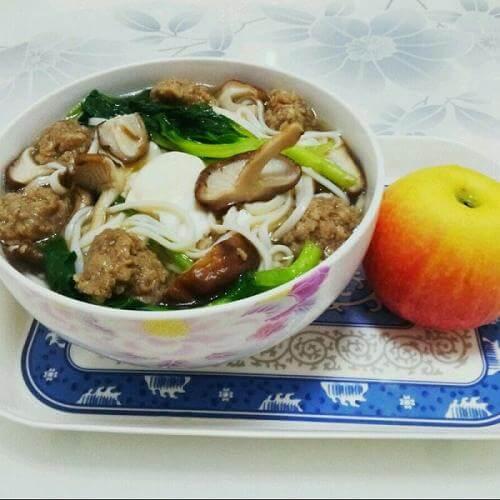香菇肉丸荞麦热汤面