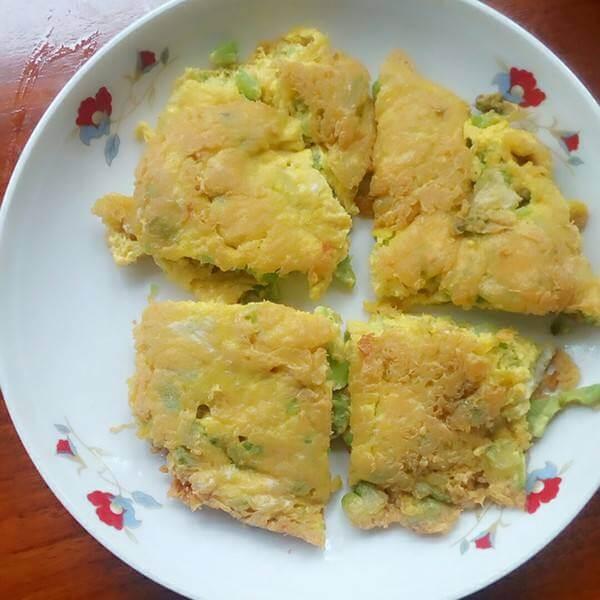 芹菜花生拌煎蛋