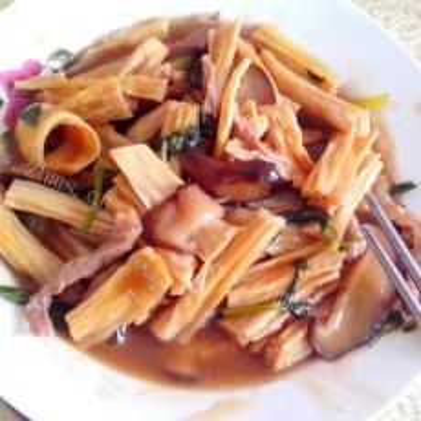 家常的香菇肉片