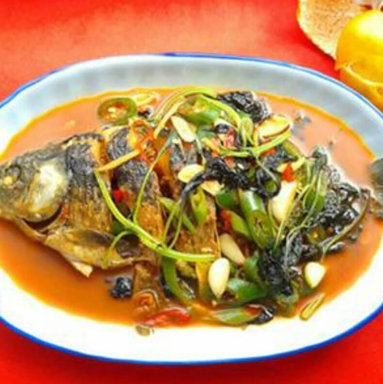 青椒紫苏煮鲫鱼