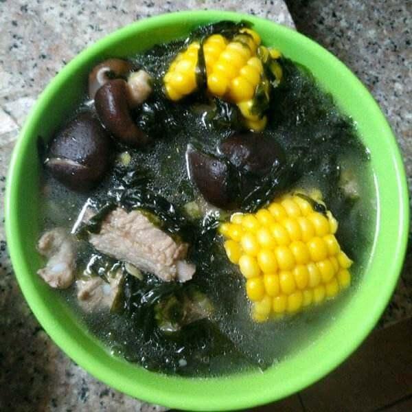 海带紫菜排骨汤