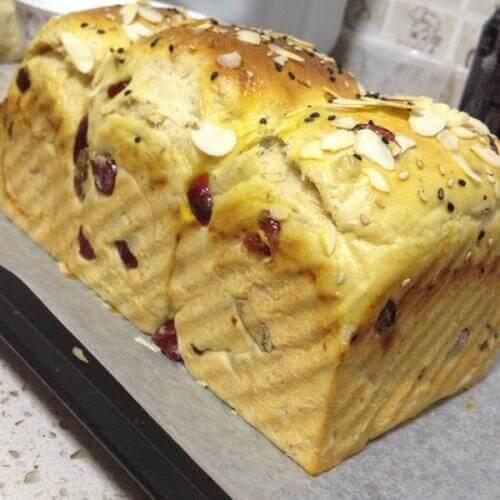 全麦葡萄面包
