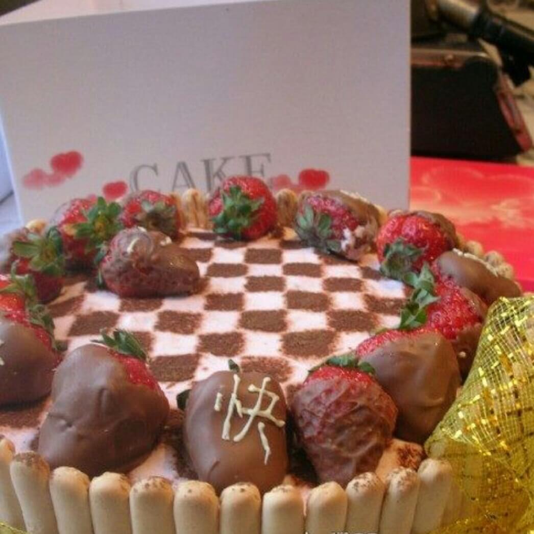 可可棋格草莓慕斯蛋糕