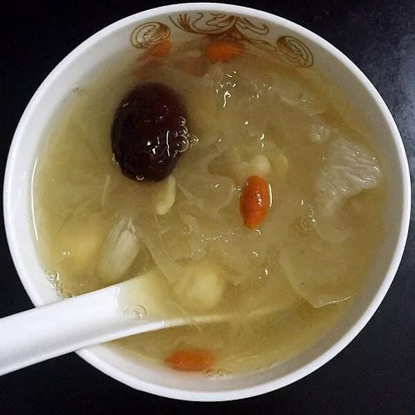 雪耳莲子猪骨汤