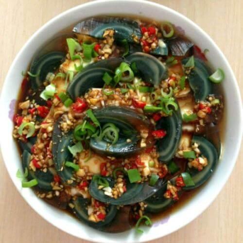 红椒皮蛋拌香菜