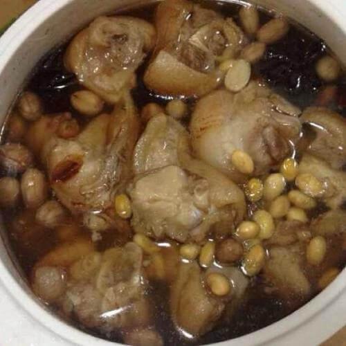 黄豆炖香菇