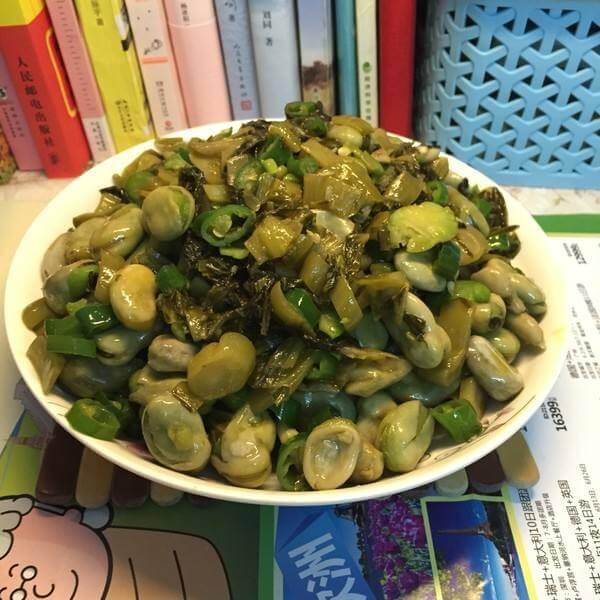 酸菜炒蚕豆