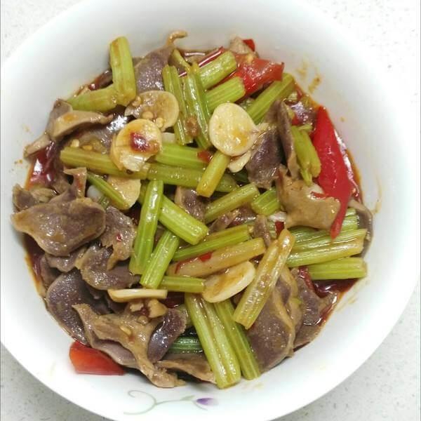 西芹蘑菇炖牛肉