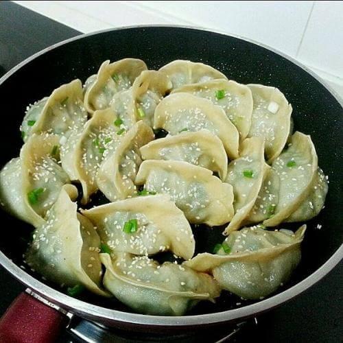 鲜肉香菇锅贴