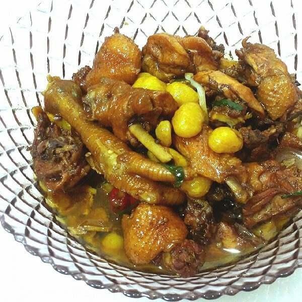 板栗白果煨土鸡