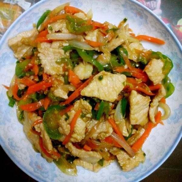 五花肉炒杂蔬