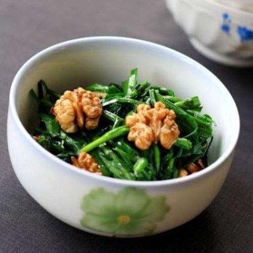 核桃枸杞炒韭菜