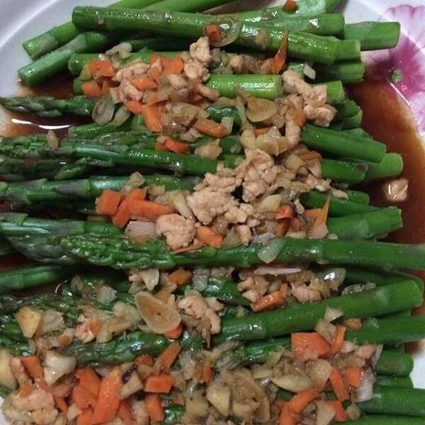 蚝油芦笋炒滑鸡