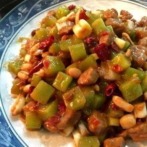 酱椒莴笋丁