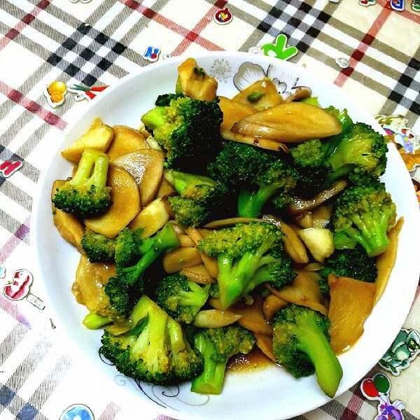 小蘑菇甜椒炒西兰花